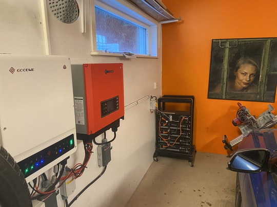 Växelriktare och batterisystem i Max Garage