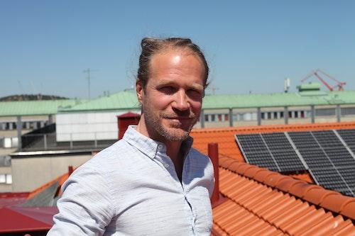 David Nordström, fastighetsansvarig i styrelsen hos BRF Skonaren och initiativtagare för solcellssatsningen