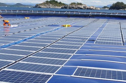 En flytande solcellsanläggning i Norge