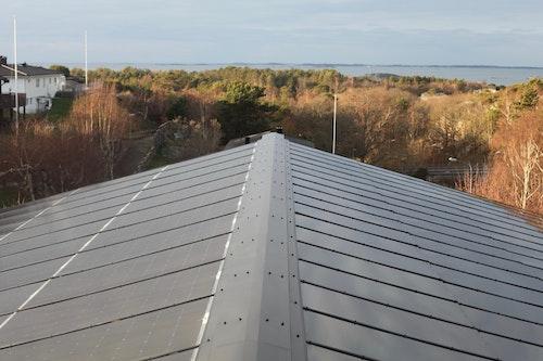 Syd- och norrtaket på den integrerade solcellsanläggningen