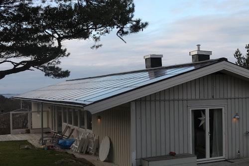 Gaveln som förlängts samt sydtaket på den integrerade solcellsanläggningen