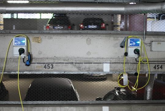 Två laddboxar i samfällighetens garage