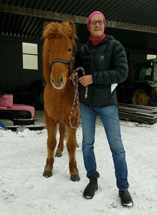 Mats Andersson med Frenja, en av hans islandshästar