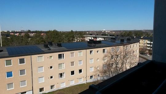 En av två solcellsanläggningar på taken hos Brf Trångsund