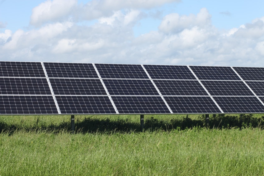 Några solcellsmoduler i solcellsparken Solsidan i Varberg.