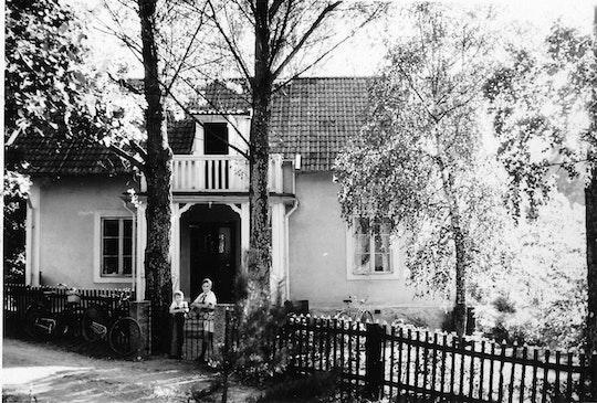 Svartvit bild på Anders hus från 1950