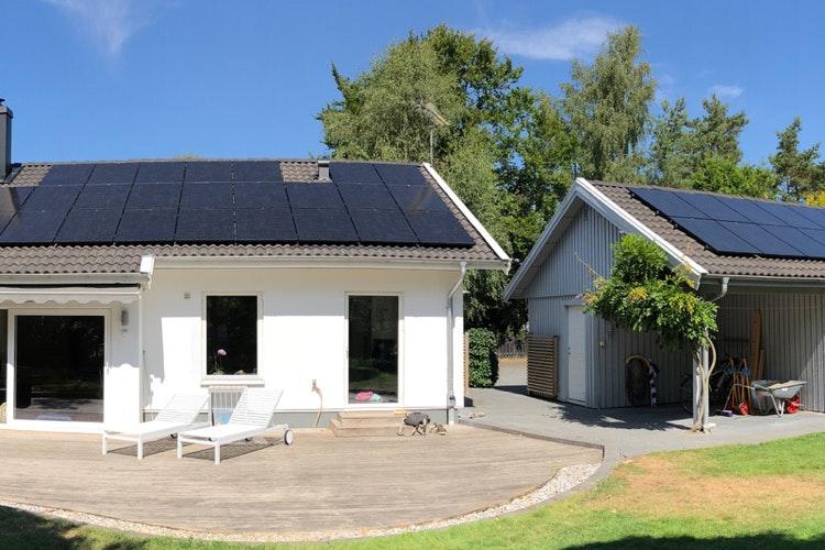 Bild på solceller i Höllviken
