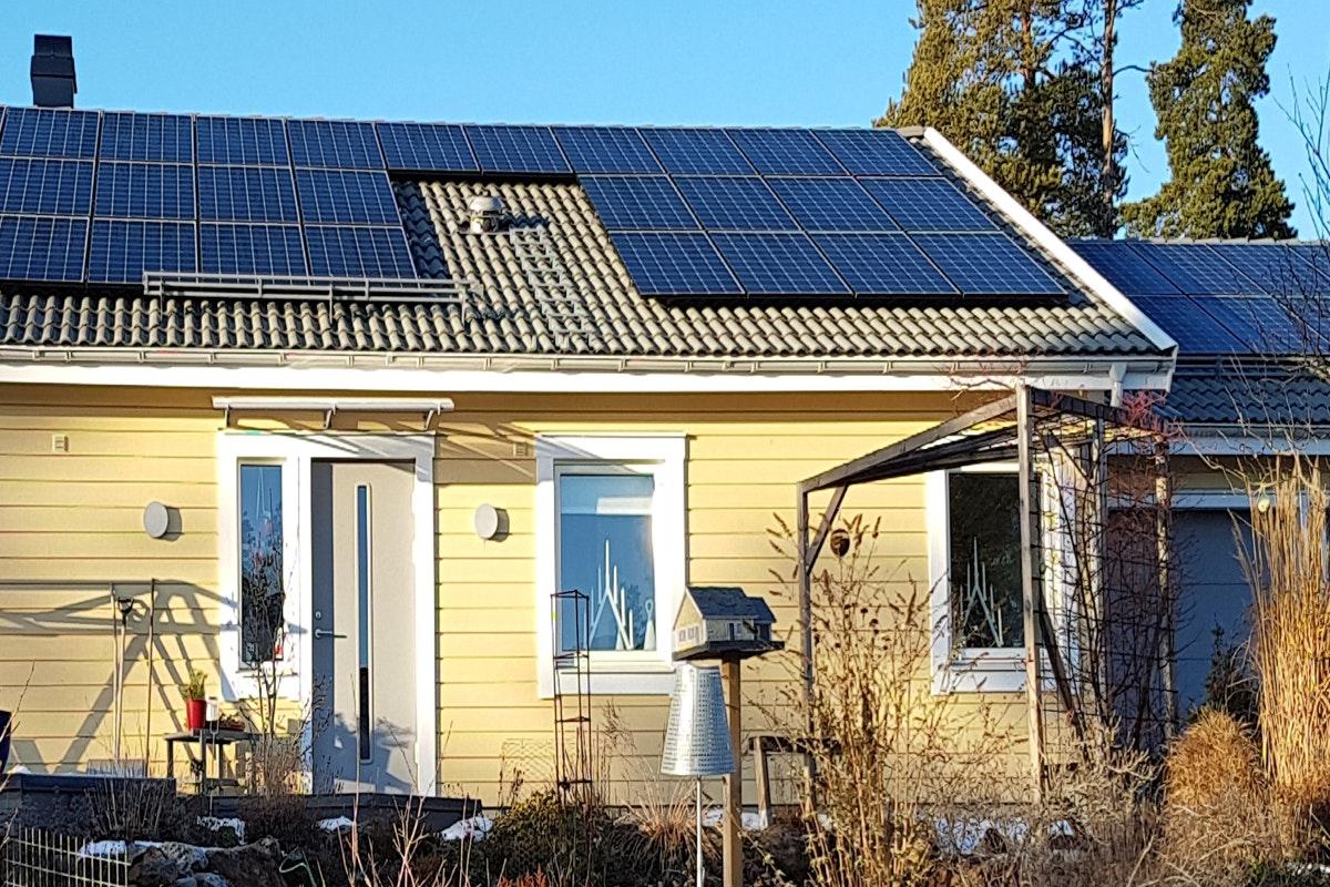 Bild på solceller i Huddinge